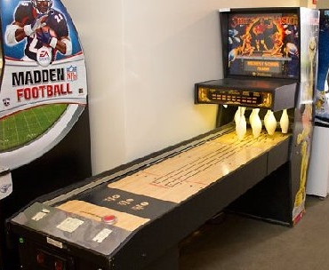 //www.coinoppartsetc.com/sites/default/files/products/STRIKE%20MASTER%20Puck%20Bowler%20Shuffle%20Alley%20Arcade%20Machine%20Game%20for%20sale%20by%20WILLIAMS.jpg