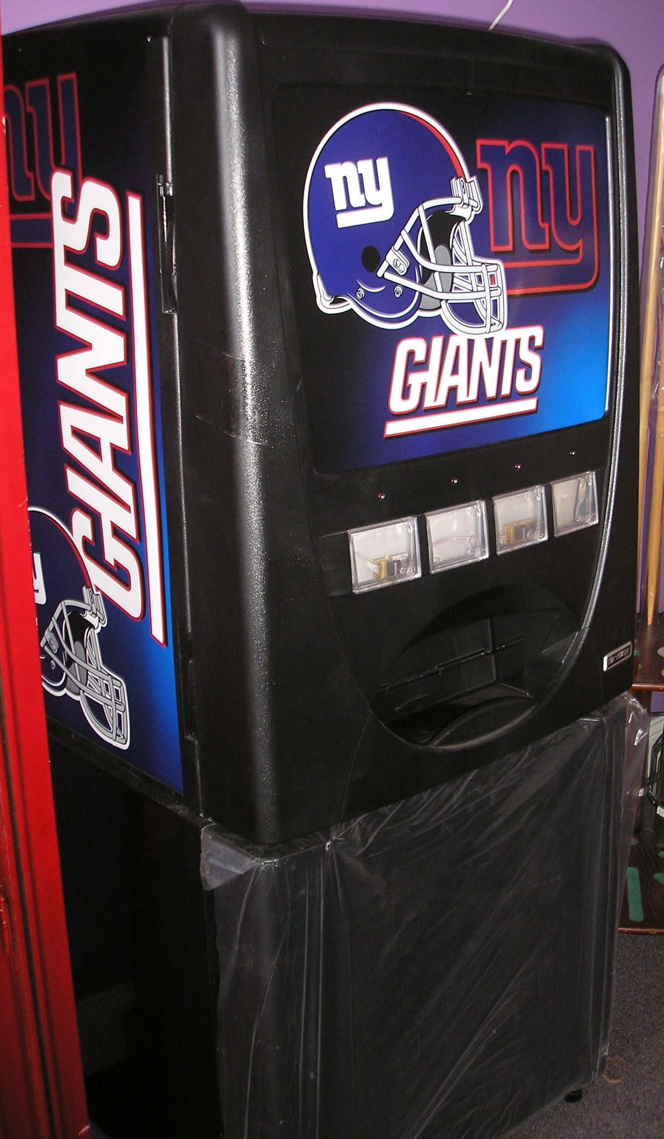 New York Giants Skybox Personal Beverage Vending Machine